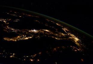 310x0_1422225975558_L_Italia_vista_dalla_ISS__da_Twitter__AstroSamantha_