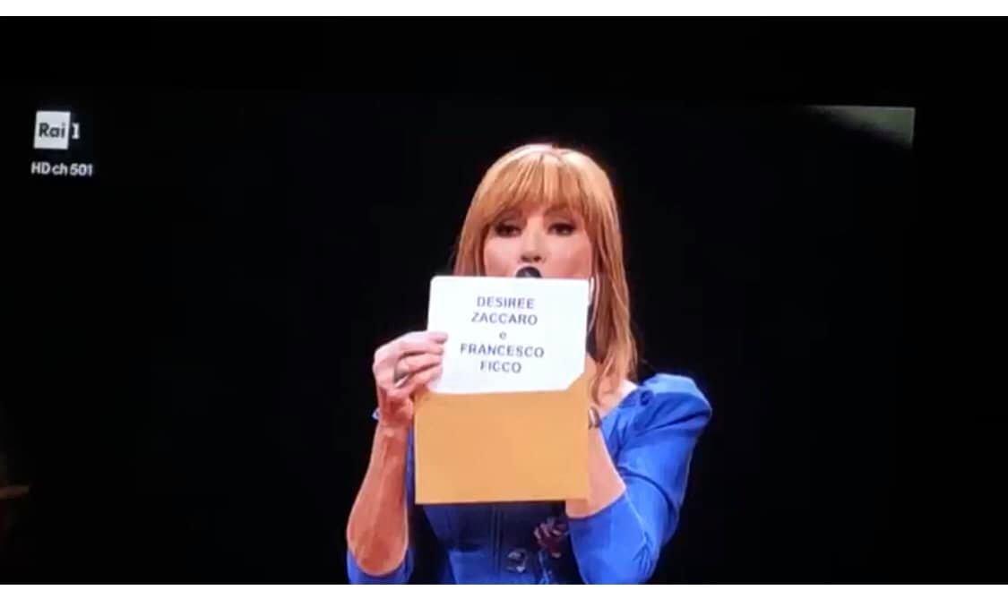Milly Carlucci piange in diretta: